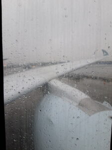 20191206_121043 Schiphol Airport - Regen - Flugzeug