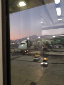 20191207_063222 - Hongkong International Airport - Flugzeug - aufgehende Sonne