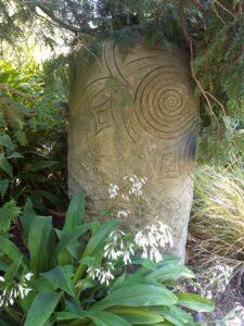 20191208_180532_new - Neuseeland - Christchurch - Botanischer Garten - Maori-Kultur - Brunnen - Bildhauerwerk