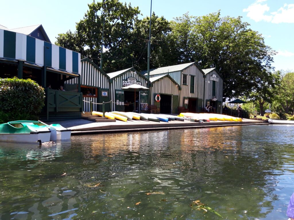 20191209_124922 - Neuseeland - Christchurch - Fluss Avon - Stocherkahn - Boothaus