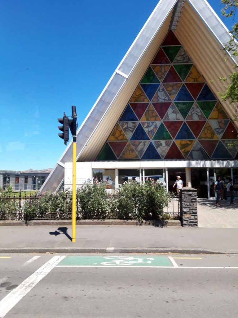 "20191209_140253 - Neuseeland - Christchurch - ""Cartboard Cathedral"" - Erdbeben 2011"