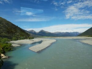 20191210_100907- Neuseeland - TranzAlpine Bahn - Waimakariri Fluss - Kiesbett