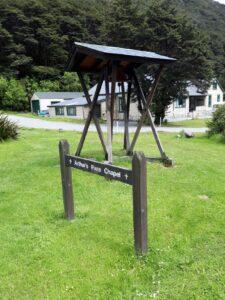 20191210_112300 - Neuseeland - TranzAlpine BAhn - Arthur's Pass - Kapelle - Glockenstuhl