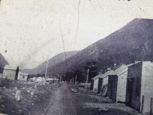 """20191210_113150 (2) - Neuseeland - TranzAlpine BAhn - Arthur's Pass - Otiratunnel - """"Tunnellers cottage"""""""