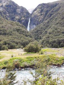 20191210_115849 - Neuseeland - TranzAlpine Bahn - Arthur's Pass - Fluss Bealy - Wasserfall - Devil's Punchbowl