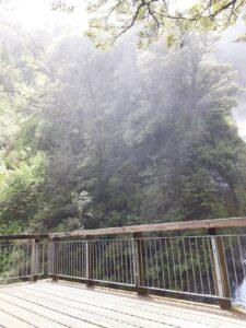 20191210_123133 - Neuseeland - TranzAlpine Bahn - Arthur's Pass - Fluss Bealy - Wasserfall - Devil's Punchbowl