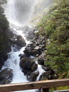 20191210_123208 - Neuseeland - TranzAlpine Bahn - Arthur's Pass - Fluss Bealy - Wasserfall - Devil's Punchbowl