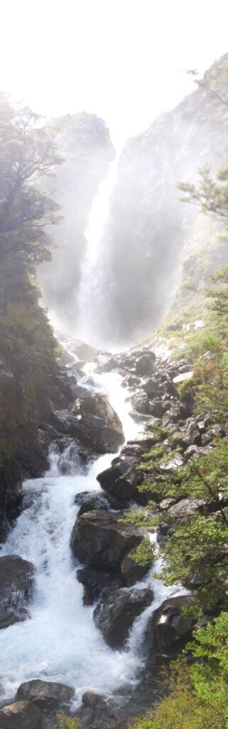 20191210_123429 - Neuseeland - TranzAlpine Bahn - Arthur's Pass - Fluss Bealy - Wasserfall - Devil's Punchbowl