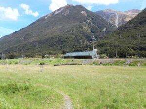 20191210_141012 - Neuseeland - TranzAlpine Bahn - Arthur's Pass Village - Arthur's Pass Bahnhof