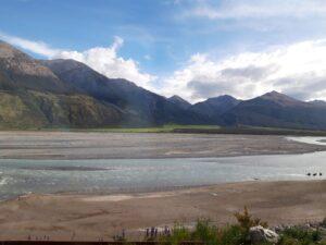 20191210_173521 - Neuseeland - TranzAlpine Bahn - Waimakariri Fluss - Kiesbett
