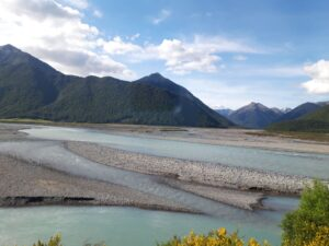 20191210_174242 - Neuseeland - TranzAlpine Bahn - Waimakariri Fluss - Kiesbett