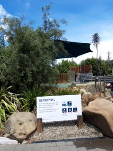 20191215_124036 - Neuseeland - Canterbury NZ - Hanmer Springs - Thermalquelle - Bad - Thermalwasser - Sonne - Schwefelbad