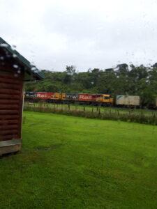 20191216_174245 - Neuseeland - Westcoast - Hokitika - Seaview - KiwiRail - Eisenbahn - Regen