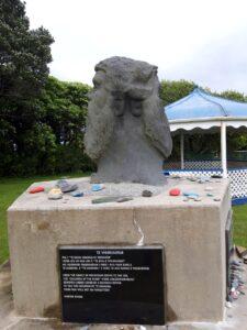 20191217_114003 - Hokitika - Seaview - Maori-Geschichte - Maori-Denkmal