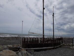 20191217_131831 - Neuseeland - Westcoast - Hokitika - Shipwreck Memorial - Schiffbruch-Denkmal - Tasman Meer
