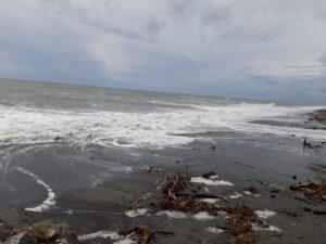 20191217_150052 - Neuseeland - Westcoast - Hokitika - Strand - Flut - Tasman Meer - Brandung - Wolken