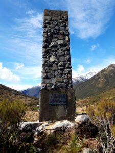 20191218_101525 - Neuseeland - Westcaost - Canterbury - Arthur's Pass - Arthur D. Dobson Denkmal