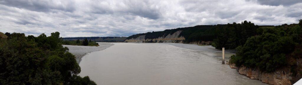 20191218_130845 - Neuseeland - Canterbury - Rakaia Fluss - Rakaia Schlucht - verflochtener Fluss - Maori-Kultur