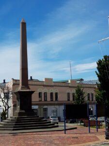 20191219_134752 - Neuseeland - Canterbury - Timaru - Denkmal - Obelisk - Seafarars'Monument - Schiffbruch 1882 - Schiff Benvenue - Schiff City of Perth