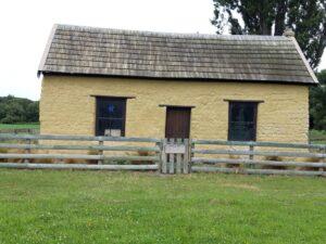 "20191220_101140 - Neuseeland - Canterbury - ""Paterson's Cottage - Denkmal"