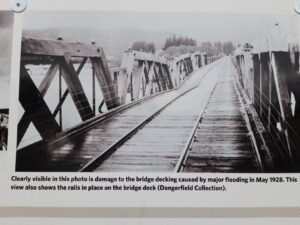 20191220_102714 - Neuseeland - Canterbury - Kurow - Waitaki Fluss - VErkehrsbrücke - Schienenbrücke