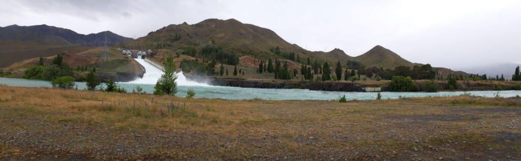 20191220_112420 - Neuseeland - Canterbury - Kurow - Wasserkaftwerk - Lake Benmore - Stausee - Hochwasserentlastung