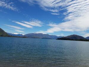 20191221_124116 - Neuseeland - Otago - Wanaka - blauer Himmel - Aussicht auf Berge - Lake Wakana See