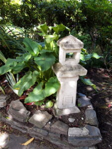 20191222_102440 - Neuseeland - Otago - Wanaka - Garten - kleine Pagode