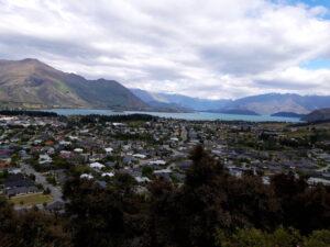 20191222_112537 - Neuseeland - Otago - Wanaka - Mt. Iron - roche moutonnée - Rundhöcker - Panorama - Wanaka See - Berge