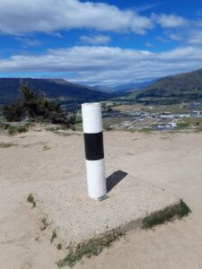 20191222_114842 - Neuseeland - Otago - Wanaka - Mt. Iron - roche moutonnée - Rundhöcker - Geodäsie - Landvermessung - Tektonik