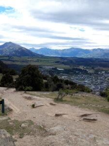 20191222_115321 - Neuseeland - Otago - Wanaka - Mt. Iron - roche moutonnée - Rundhöcker - Panorama