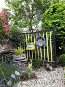 20191222_142158 - Neuseeland - Otago - Wanaka - Garten - Kunstwerk - Mosaik