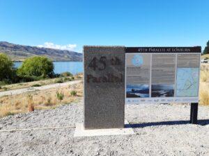 20191223_094537 - Neuseeland - Otago - Cromwell (NZ) - Lake Dunstan Stausee - 45. Breitengrad - südliche Hemisphäre - Goldgewinnung - 19. Jahrhundert - Wanderweg