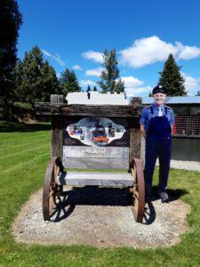 "20191223_123359 - Neuseeland - Southland - Garston - Esenbahngeschichte - Vintage Lokomotive ""Kingston FLyer"" Denkmal für Russell Glendinning"