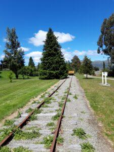 20191223_123517 - Neuseeland - Southland - Garston - Eisenbahngeschichte - Schienen - Güterwagon - Parkanlage