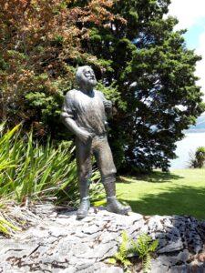 20191224_135935 - Neuseeland - Fiordland - Te Anau (NZ) - Statue - Quintin Mc Kinnon (1851-1892) - Milford Sound