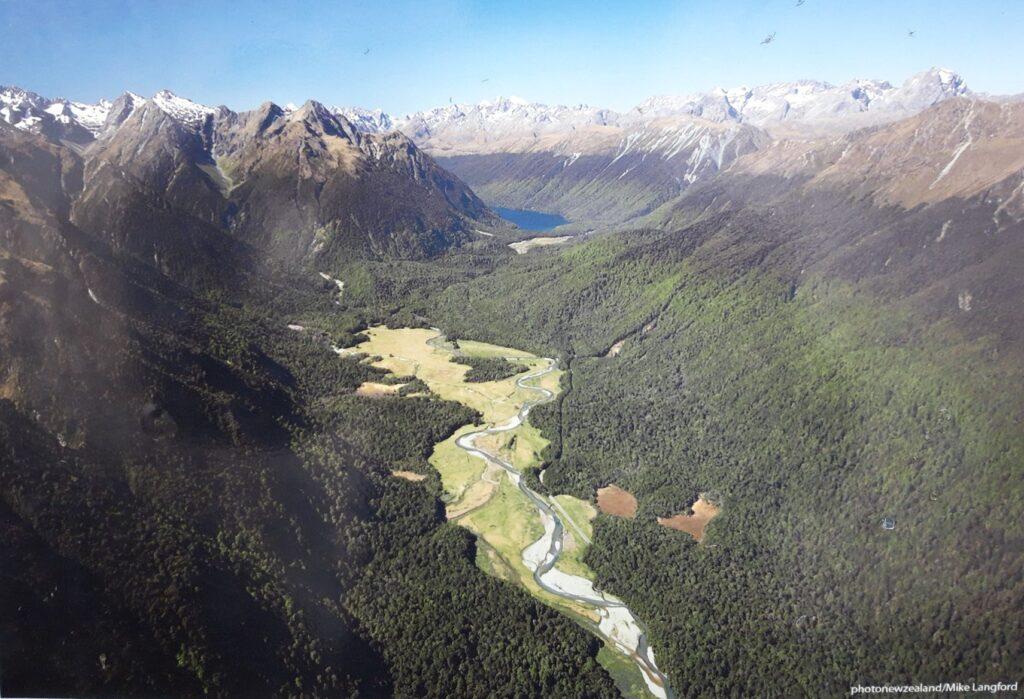 20191225_091637 (2) - Neuseeland - Fiordland - Te Anau Downs (NZ) - Eglinton Valley Tal - Eglinton Fluss Stromgebiet