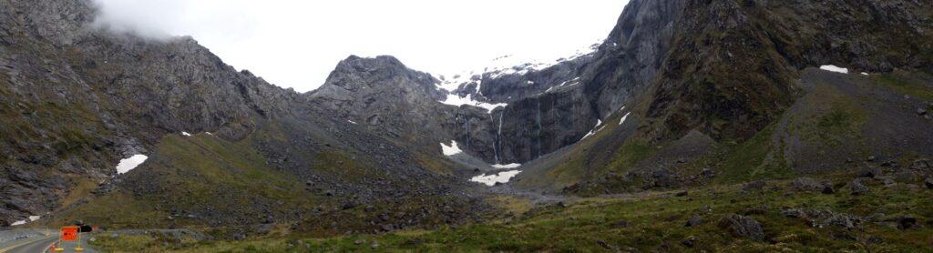 20191225_103040 - Neuseeland - Fiordland - Te Anau (NZ) - Milford Sound - Homer Tunnel - Wasserfall - Mt. Talbot - Mt. Christina