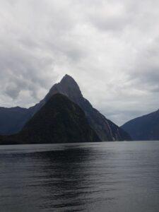 20191225_113900 - Neuseeland - Fiordland - Te Anau (NZ) - Milford Sound - Mitre Peak Berg