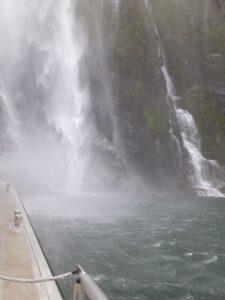 20191225_124856 - Neuseeland - Fiordland - Te Anau (NZ) - Milford Sound - Stirling Fall - Wasserfall - Wassernebel