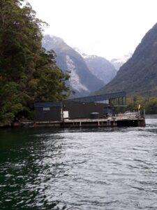 """20191225_130233 - Neuseeland - Fiordland - Te Anau (NZ) - Milford Sound - Unterwasserobservatorium - """"Underwater Observatory""""Harrison's Cove Bucht"""