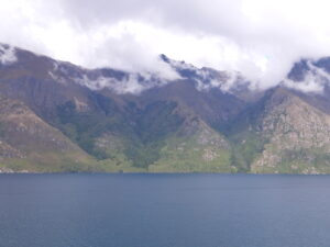 20191226_100642 - Neuseeland - Otago - Queenstown (NZ) - Lake Wakatipu See - Sonnenschein - Wolken