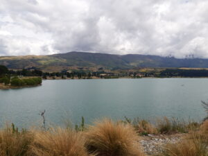 20191226_112750 - Neuseeland - Otago - Cromwell (NZ) - Lake Dunstan See - Wolken - State Highway Nr. 8