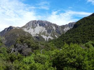 20191226_155122S - Neuseeland - Canterbury (NZ) - Mount Cook Village (NZ) - Sealy Mountain Range - Bergkette - Schutthalde