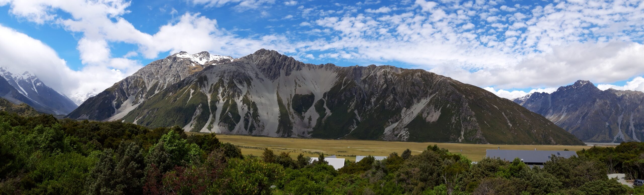 20191226_163339 - Neuseeland - Canterbury (NZ) - Mount Cook Village (NZ) - Mt. Cook Mountain Range - Tasman Valley Tal - Aoraki/Mt. Cook (3.724M) - Wolken um Berggipfel