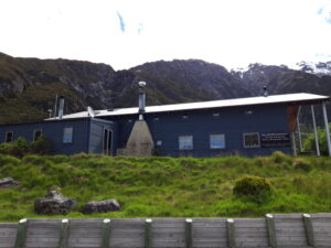 20191226_164956 - Neuseeland - Canterbury (NZ) - Mount Cook Village (NZ) - The Old Mountainers' Café, Bar & Restaurant - ökologischer Betrieb