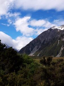 20191226_165202 - Neuseeland - Canterbury (NZ) - Mount Cook Village (NZ) - Aoraki/Mt. Cook (3.724M) - Wolken um Berggipfel