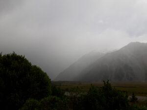20191227_104917 - Neuseeland - Canterbury (NZ) - Mount Cook Village (NZ) - Aoraki/Mt. Cook (3.724M) - Regen in den Bergen