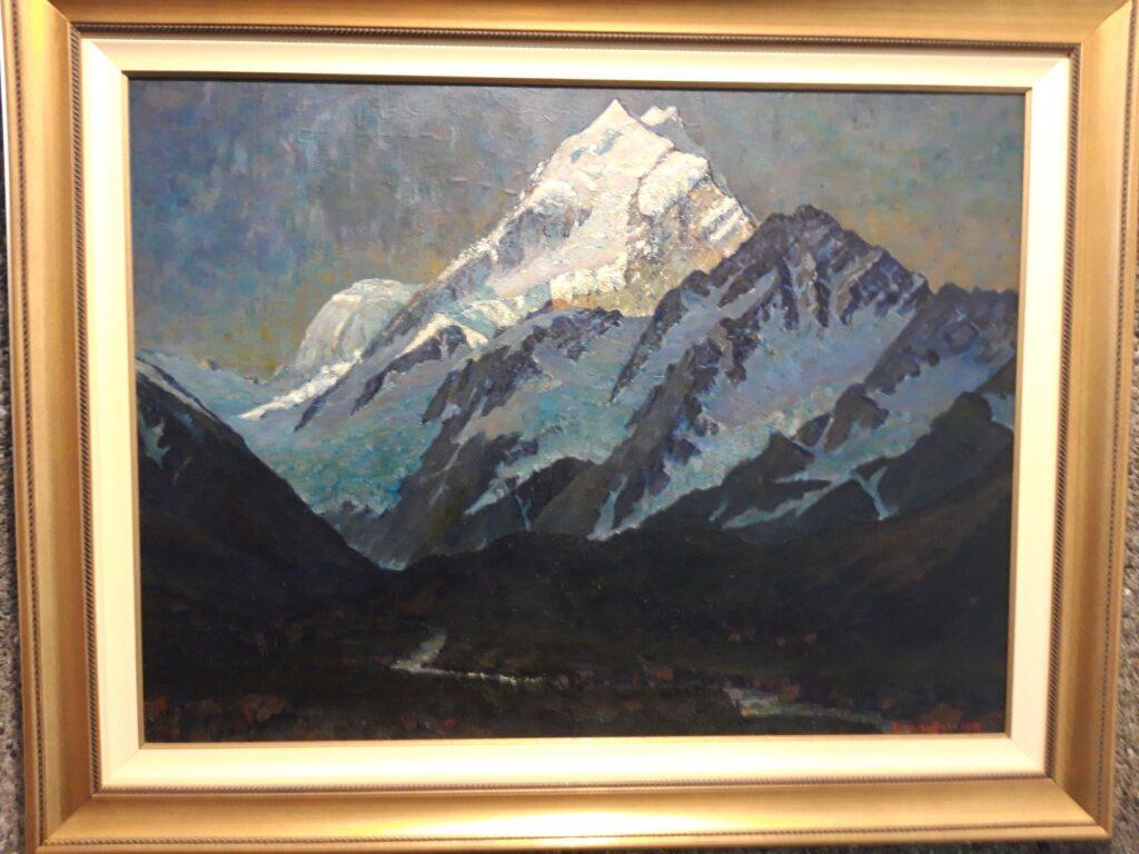 20191227_144229 - Neuseeland - Canterbury (NZ) - Mount Cook Village (NZ) - Sir Edmund Hillary ALpine Centre - Ölgemälde - Aoraki/Mt. Cook (3.724M) - Duncan Darroch (1888-1967) Aoraki/Mt. Cook in der Kunst